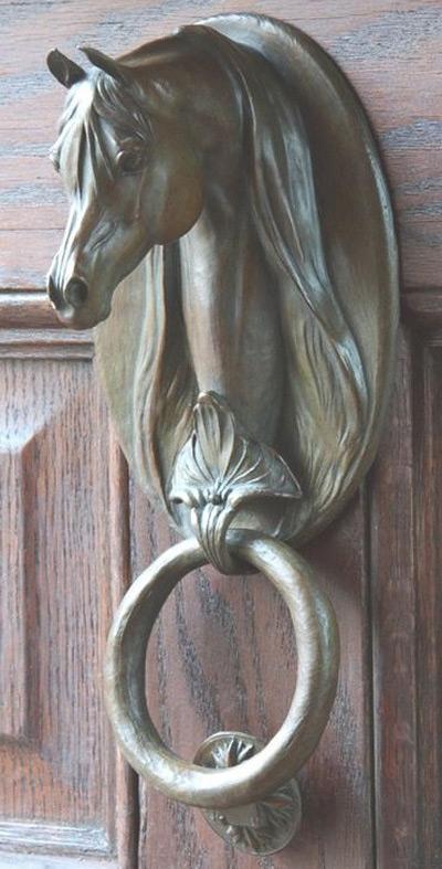 Дверная ручка в виде головы лошади